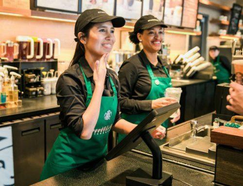 Starbucks abre su primera cafetería adaptada a personas con discapacidad auditiva